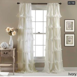 White ruffle detailed double curtain panel